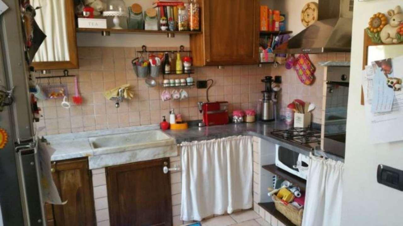 Appartamento in vendita a Castelnuovo Magra, 4 locali, prezzo € 180.000 | Cambio Casa.it
