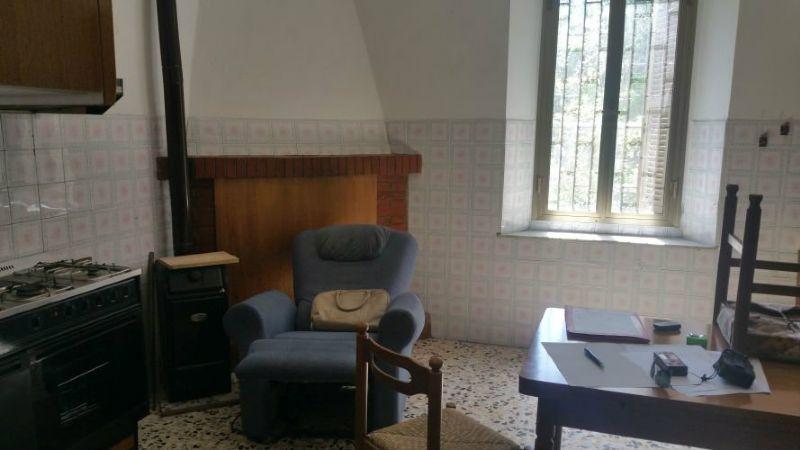 Soluzione Indipendente in vendita a Aulla, 8 locali, prezzo € 160.000 | Cambio Casa.it