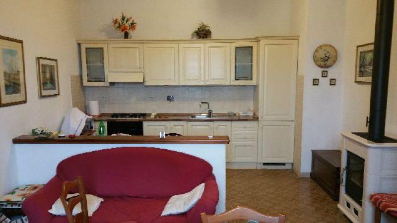 Appartamento in vendita a Ameglia, 4 locali, prezzo € 195.000 | Cambio Casa.it