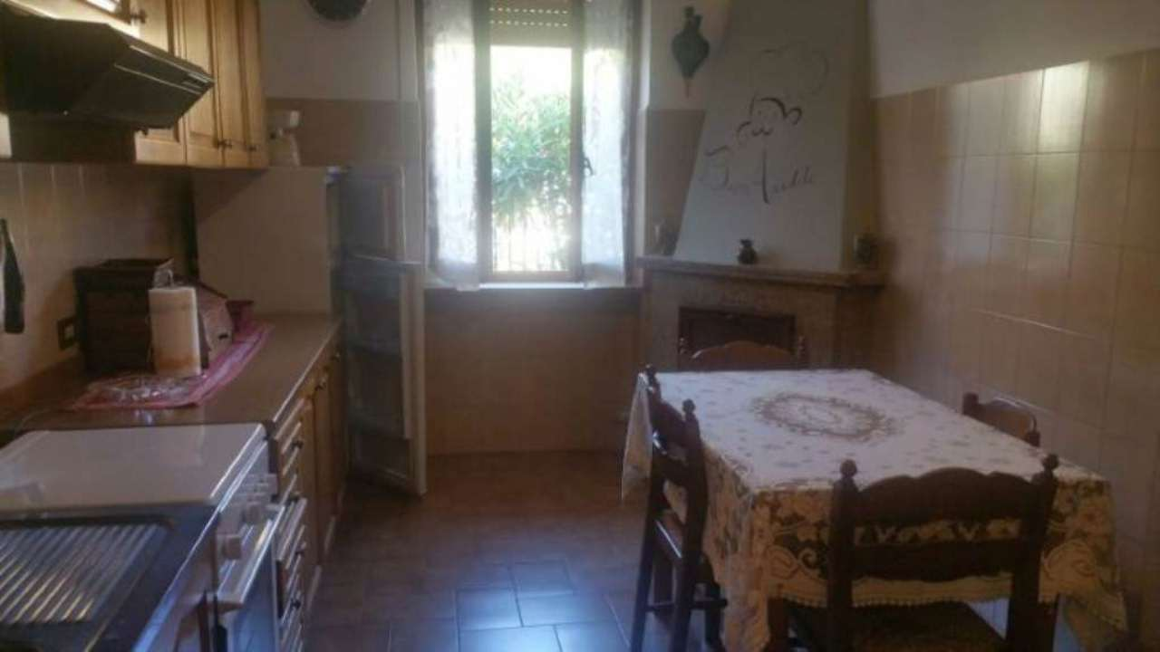 Appartamento in vendita a Ameglia, 4 locali, prezzo € 210.000 | Cambio Casa.it