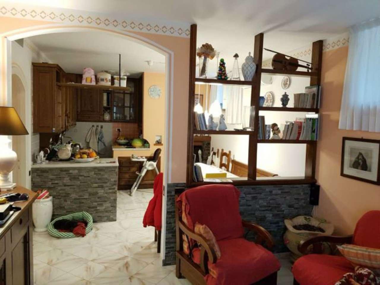 Soluzione Indipendente in vendita a Castelnuovo Magra, 8 locali, prezzo € 429.000 | Cambio Casa.it
