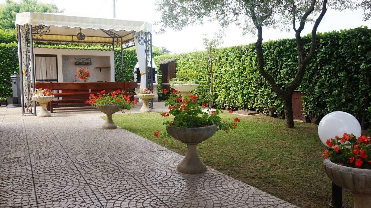 Villa in vendita a Villasanta, 5 locali, prezzo € 530.000 | CambioCasa.it