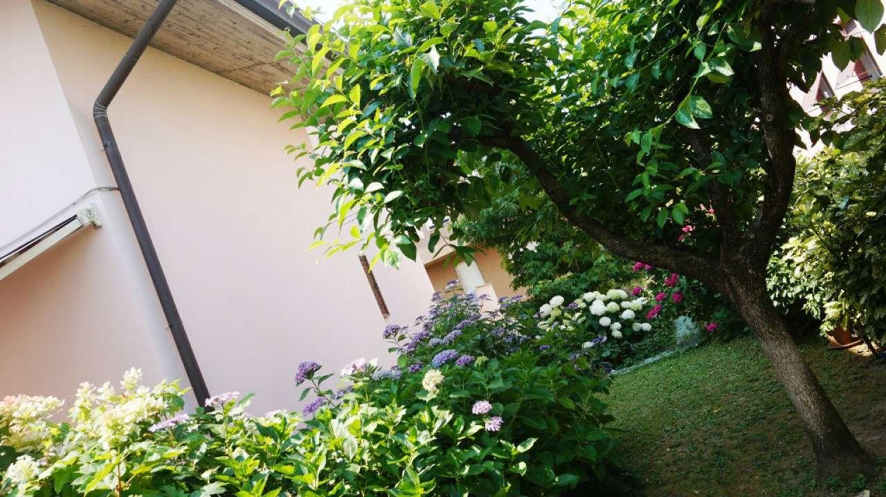 Villa in vendita a Arcore, 6 locali, prezzo € 389.000 | Cambio Casa.it