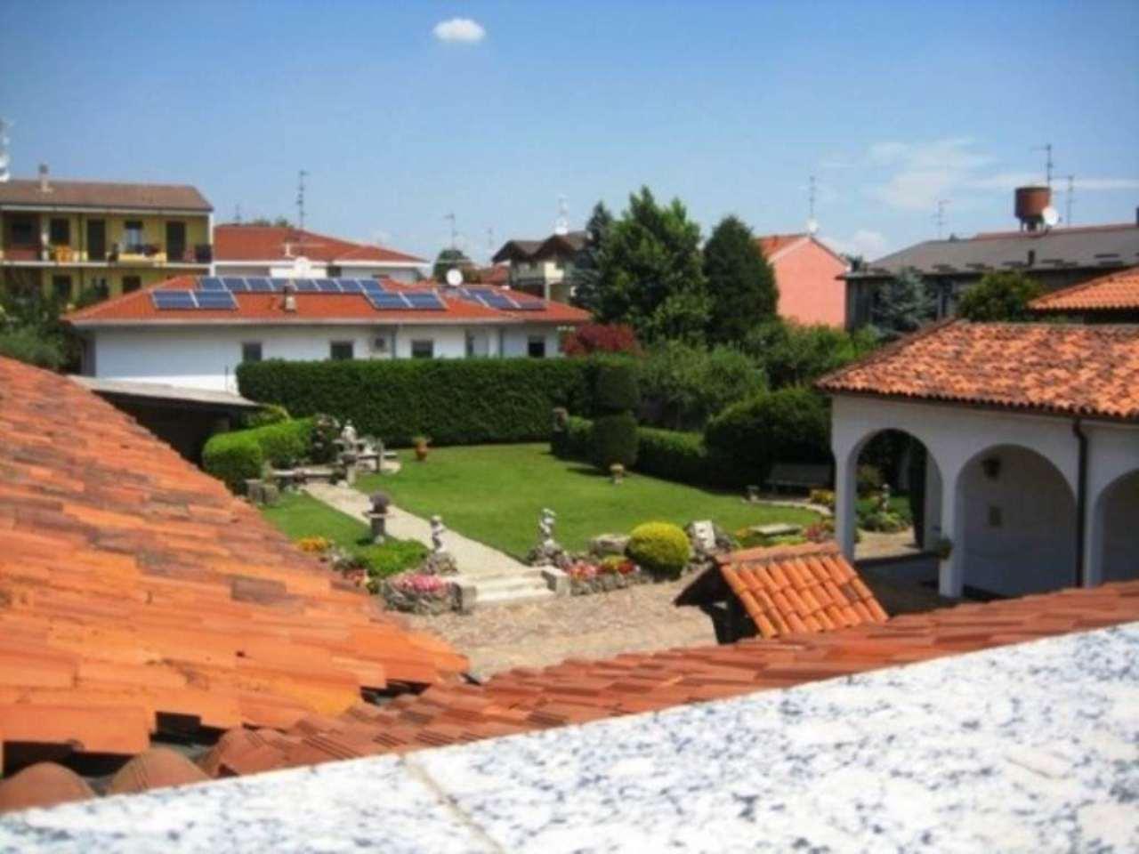 Villa in vendita a Varedo, 6 locali, prezzo € 1.000.000   Cambio Casa.it