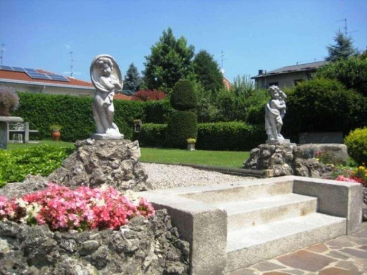 Villa in vendita a Varedo, 6 locali, prezzo € 1.000.000 | Cambio Casa.it