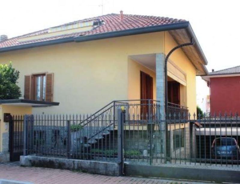 Villa in vendita a Cesano Maderno, 6 locali, prezzo € 500.000 | Cambio Casa.it
