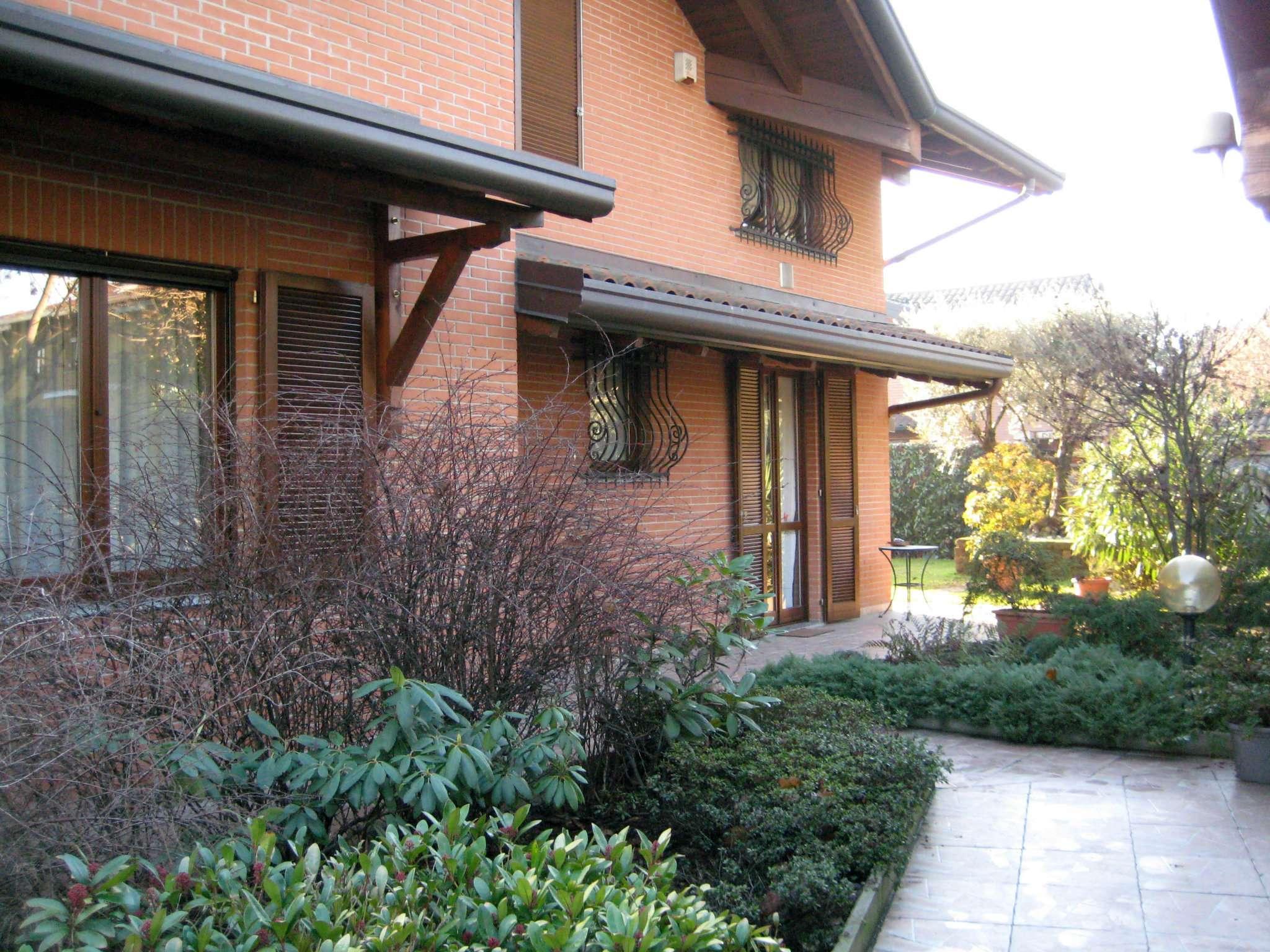 Villa in vendita a Caronno Pertusella, 5 locali, prezzo € 590.000 | CambioCasa.it