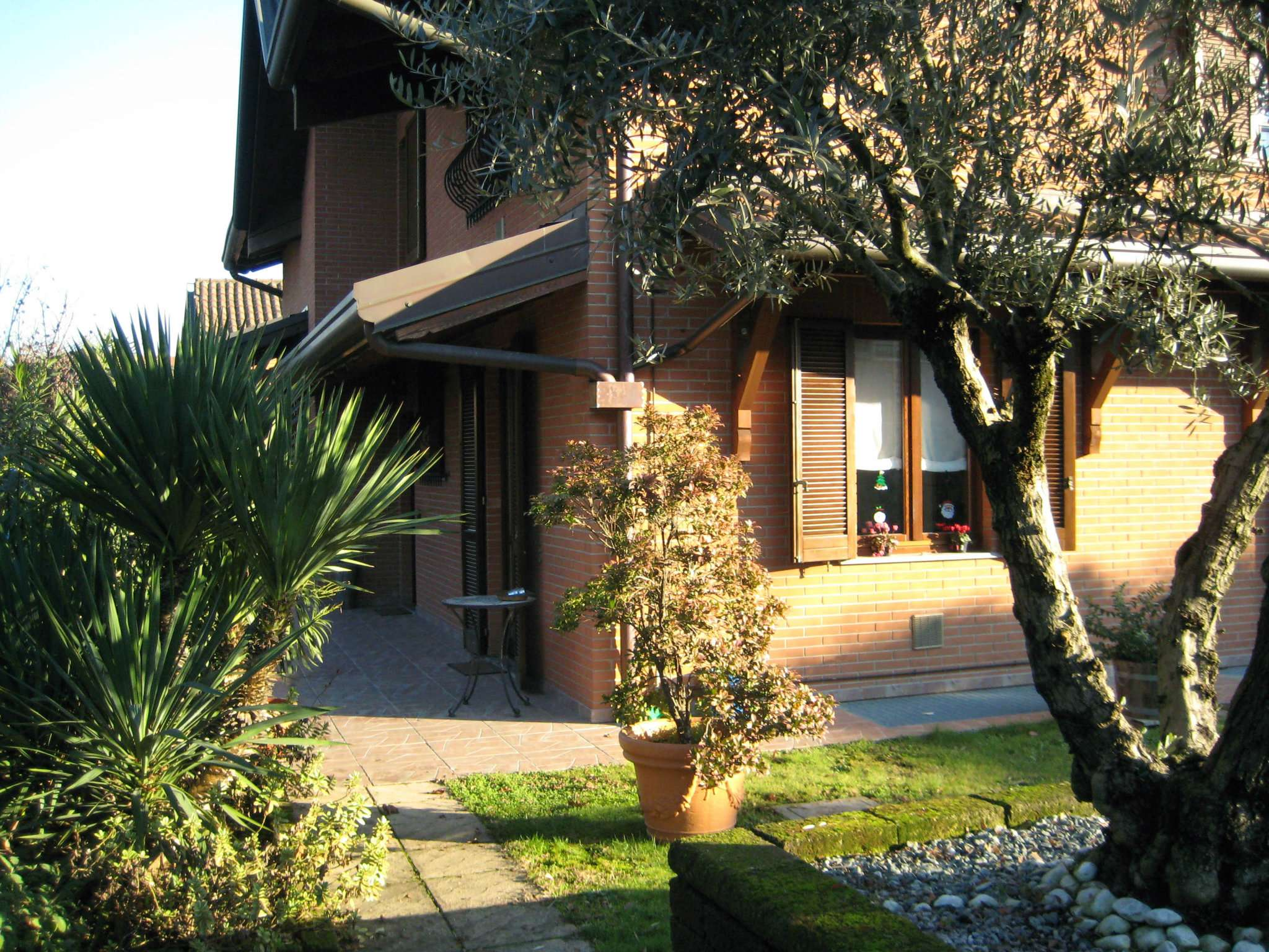 Villa in vendita a Caronno Pertusella, 5 locali, prezzo € 590.000 | Cambio Casa.it
