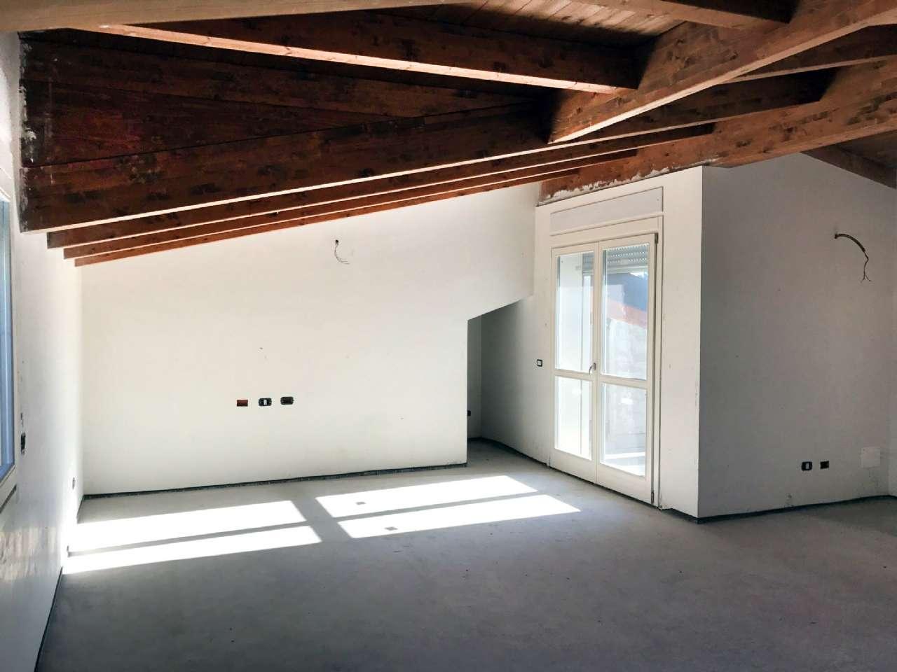 Attico / Mansarda in vendita a Cesano Maderno, 4 locali, prezzo € 350.000 | Cambio Casa.it
