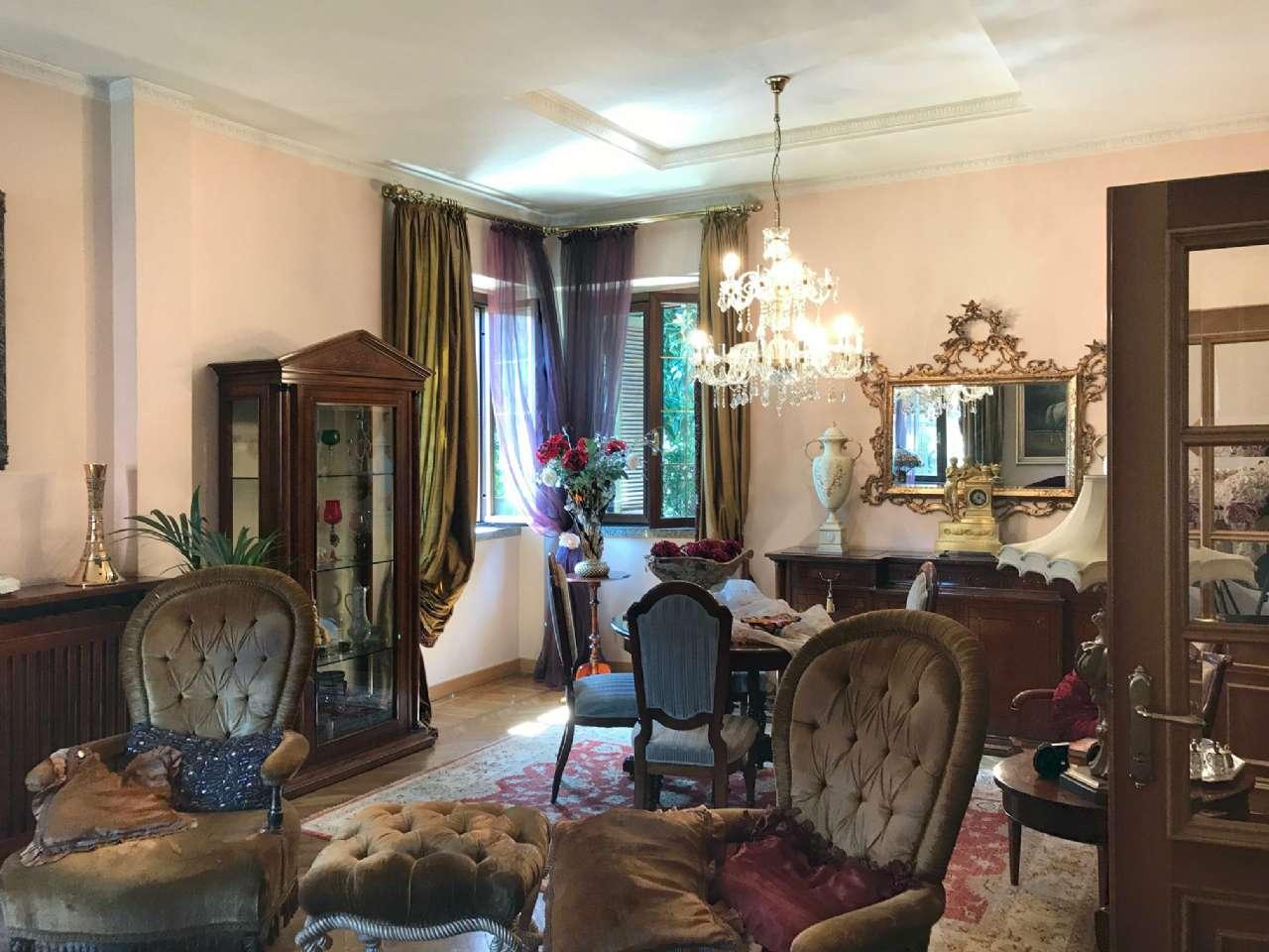 Villa in vendita a Cesano Maderno, 5 locali, prezzo € 590.000 | CambioCasa.it