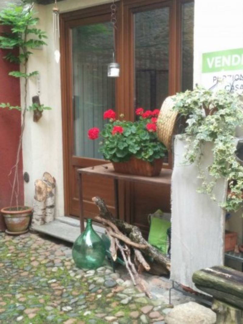 Rustico / Casale in vendita a Brinzio, 2 locali, prezzo € 128.000 | Cambio Casa.it