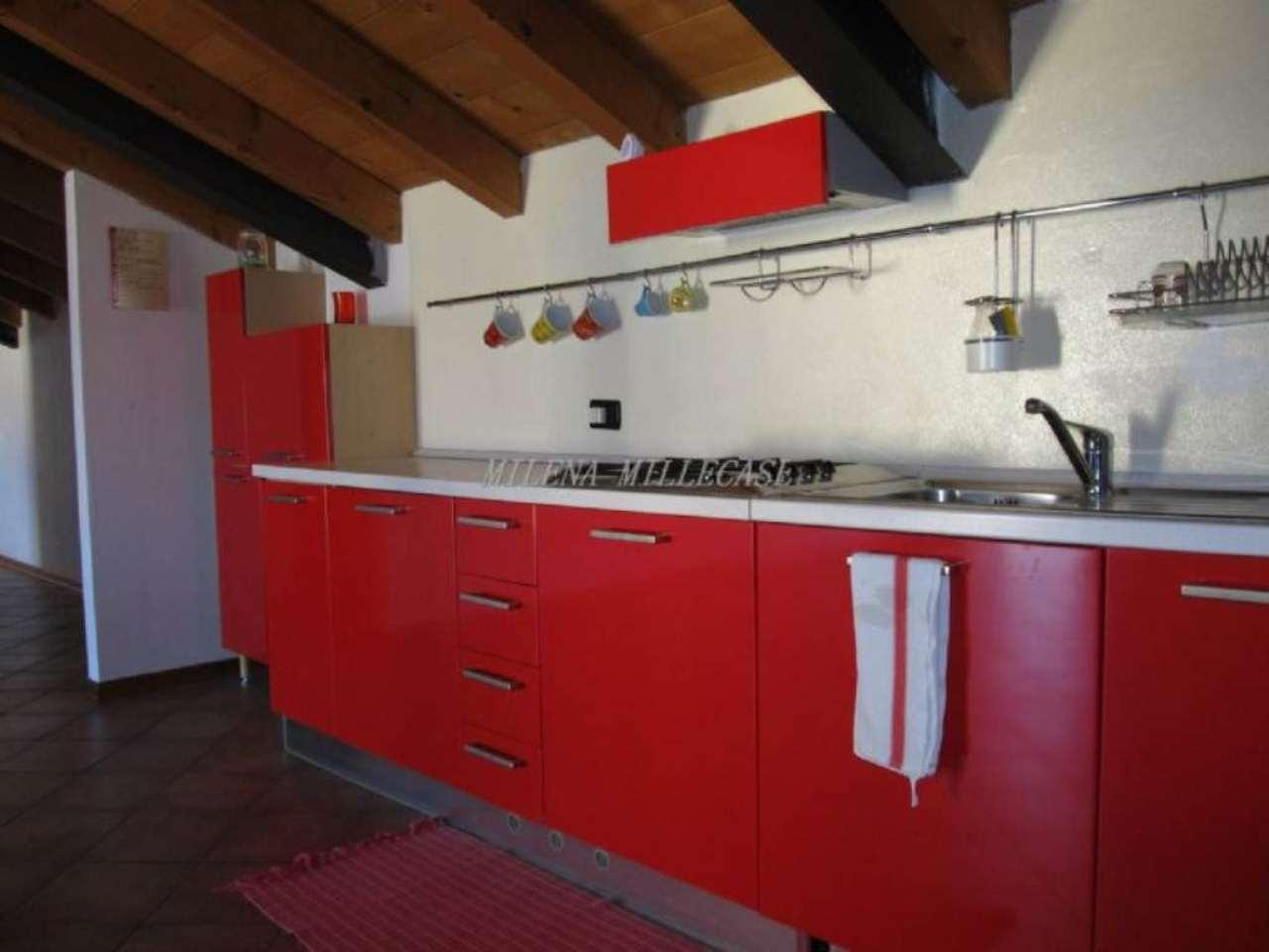 Attico / Mansarda in vendita a Barasso, 3 locali, prezzo € 195.000 | Cambio Casa.it