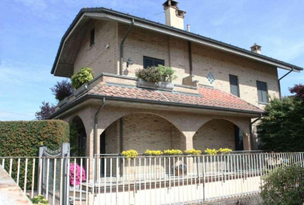 Villa in vendita a Nova Milanese, 6 locali, prezzo € 690.000 | CambioCasa.it