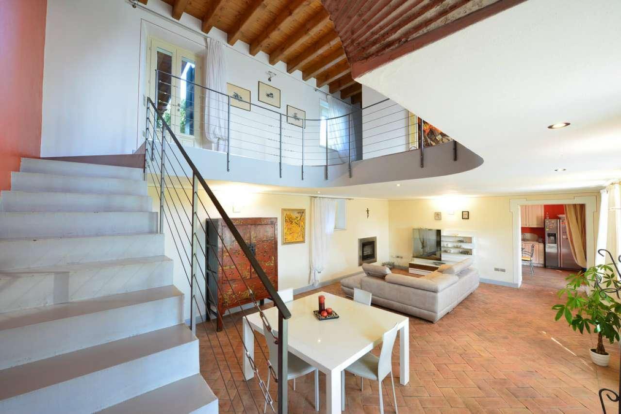Villa in vendita a Salò, 12 locali, Trattative riservate | CambioCasa.it