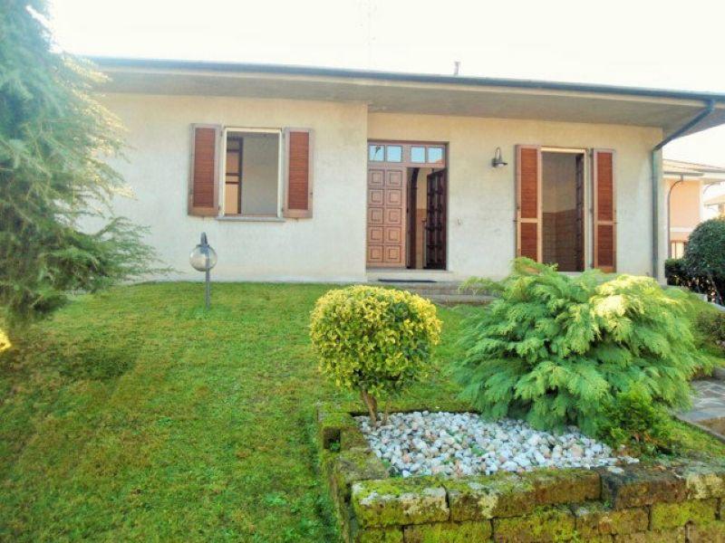 Villa in vendita a Seregno, 5 locali, prezzo € 390.000 | Cambiocasa.it