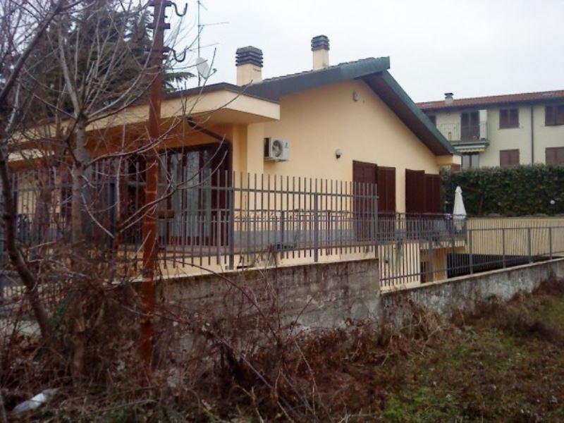 Villa in vendita a Seregno, 8 locali, Trattative riservate | Cambio Casa.it