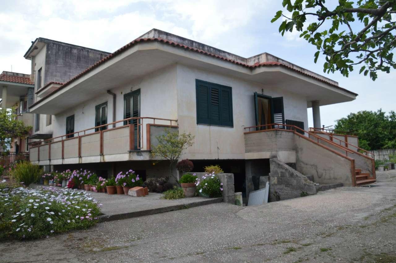 Soluzione Indipendente in vendita a Poggiomarino, 4 locali, prezzo € 350.000 | Cambio Casa.it