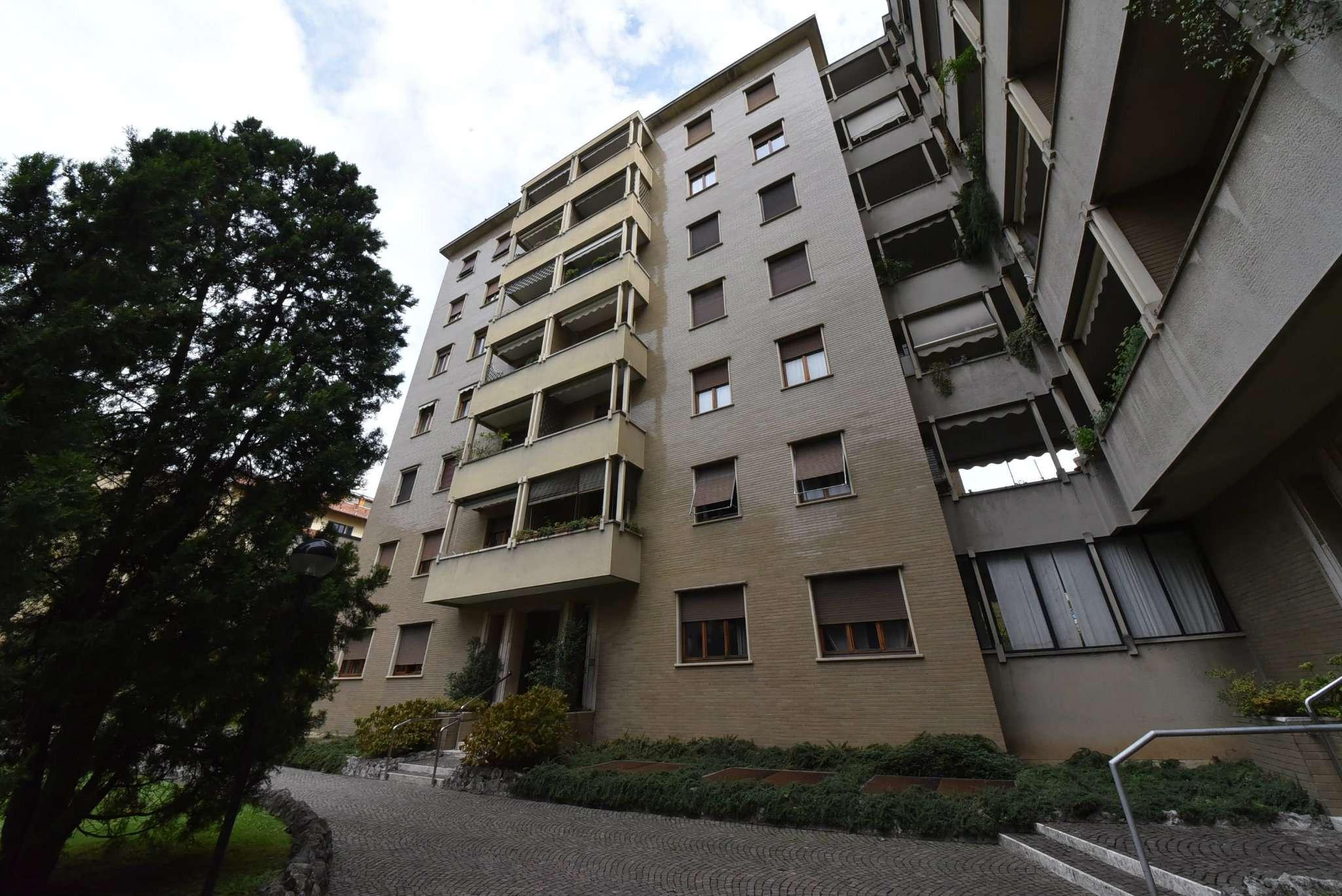 Attico / Mansarda in affitto a Monza, 4 locali, zona Zona: 6 . Triante, San Fruttuoso, Taccona, prezzo € 1.300 | CambioCasa.it
