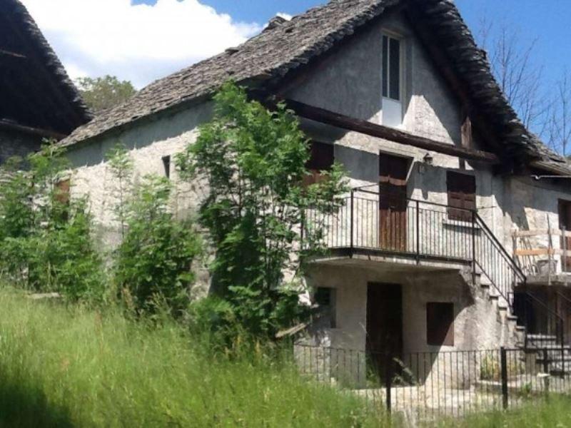 Rustico / Casale in vendita a Craveggia, 5 locali, Trattative riservate | CambioCasa.it