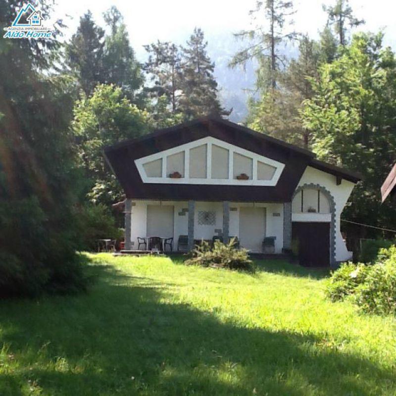 Villa in vendita a Druogno, 7 locali, Trattative riservate | CambioCasa.it