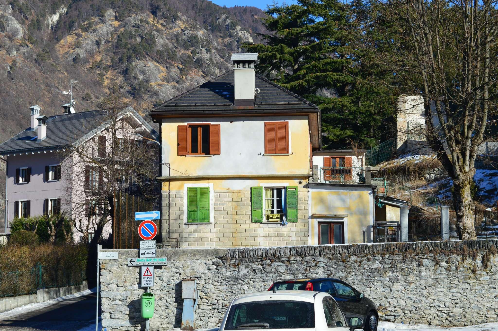 Soluzione Indipendente in vendita a Malesco, 9 locali, prezzo € 350.000 | Cambio Casa.it