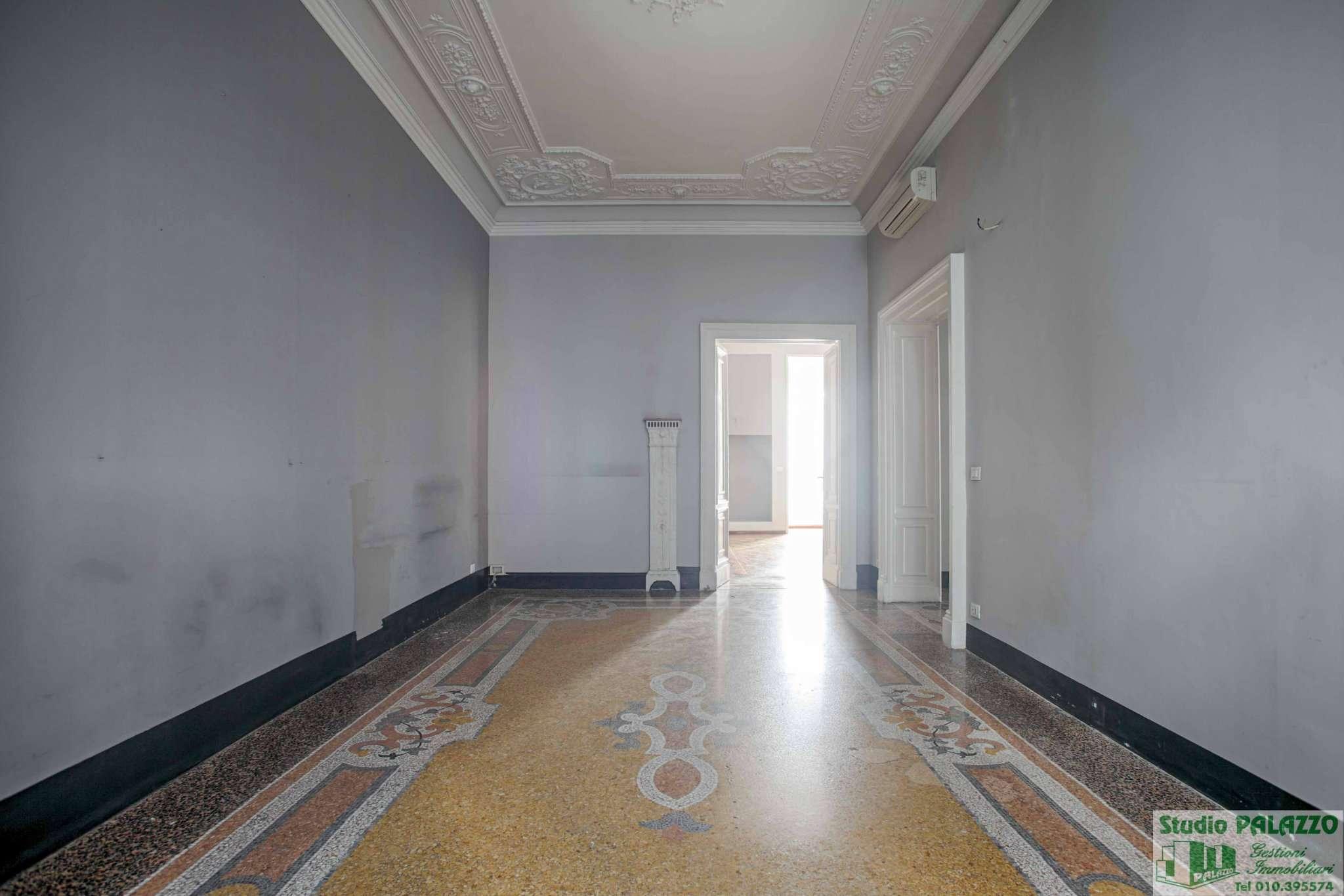 Ufficio / Studio in affitto a Genova, 12 locali, zona Zona: 1 . Centro, Centro Storico, prezzo € 4.000 | CambioCasa.it