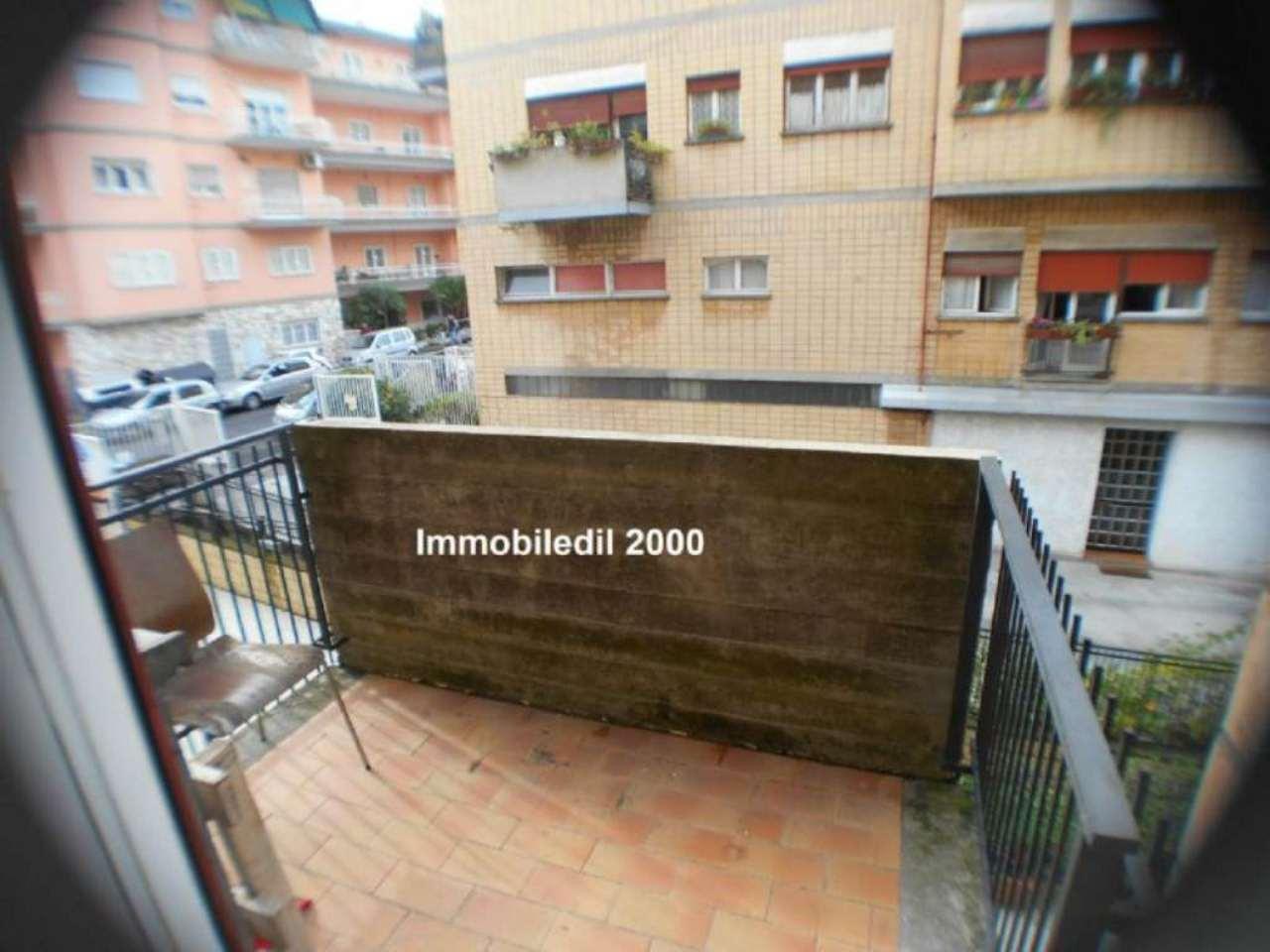 Diviso in ambienti/Locali in affitto a Roma in Via Alfredo Catalani, 50