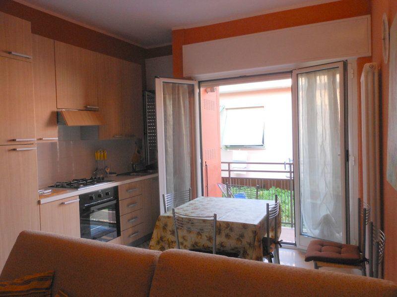 Appartamento in vendita a Finale Ligure, 4 locali, prezzo € 305.000 | Cambio Casa.it