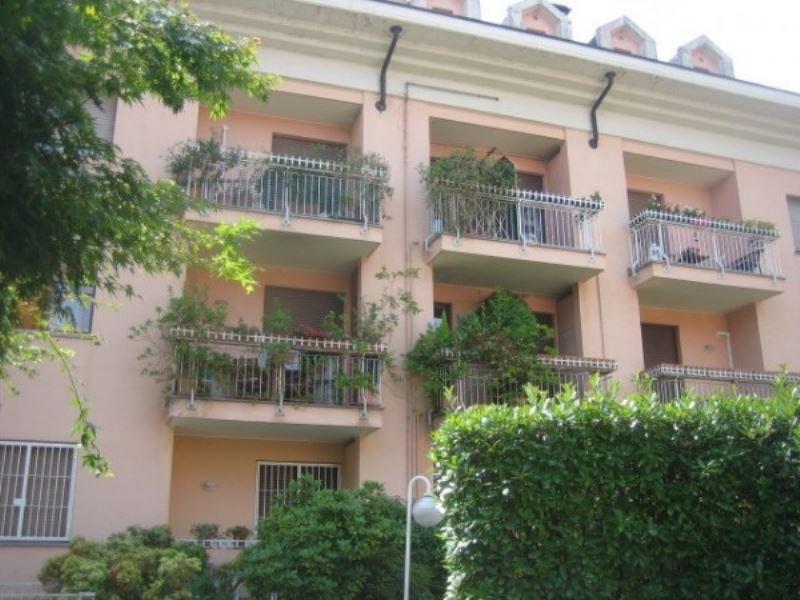 Attico / Mansarda in affitto a Monza, 1 locali, zona Zona: 1 . Centro Storico, San Gerardo, Via Lecco, prezzo € 600 | Cambio Casa.it