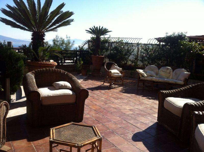 Villa in affitto a Napoli, 10 locali, zona Zona: 1 . Chiaia, Posillipo, San Ferdinando, prezzo € 3.000   CambioCasa.it
