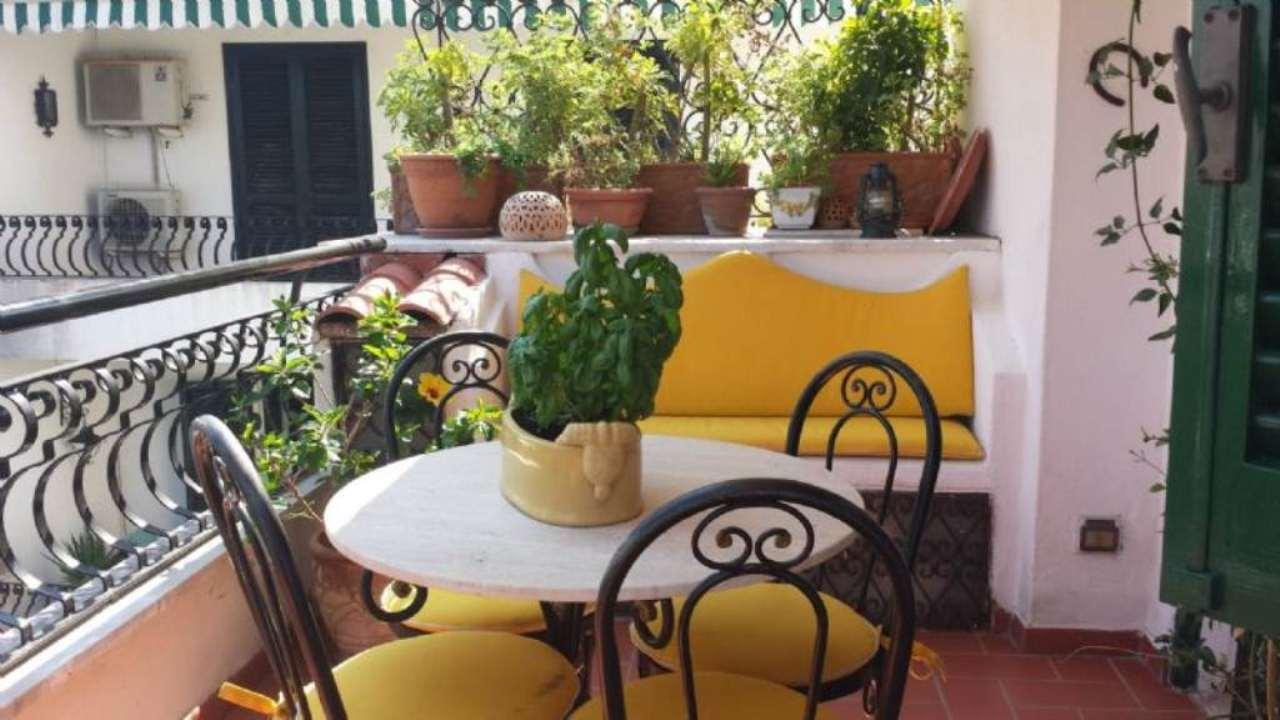 Appartamento in affitto a Ischia, 7 locali, prezzo € 700 | Cambio Casa.it