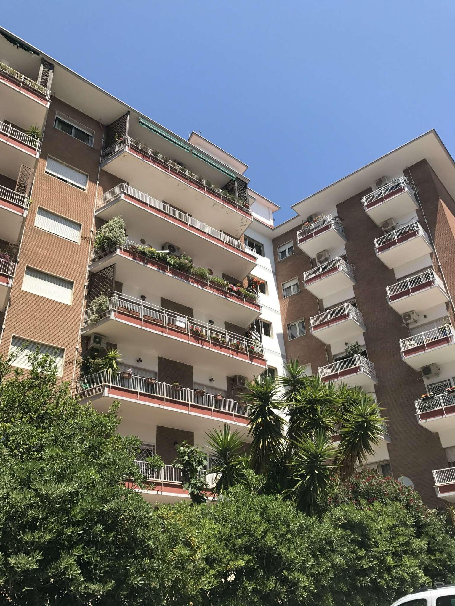 Attico / Mansarda in affitto a Napoli, 5 locali, zona Zona: 1 . Chiaia, Posillipo, San Ferdinando, prezzo € 1.700 | Cambio Casa.it
