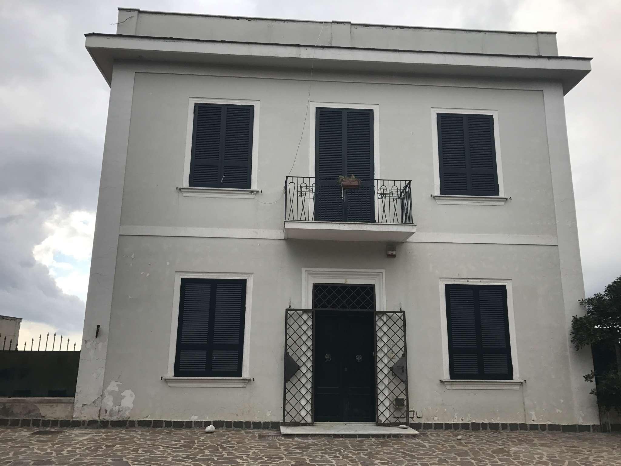 Villa in affitto a Napoli, 8 locali, zona Zona: 1 . Chiaia, Posillipo, San Ferdinando, prezzo € 3.000   CambioCasa.it