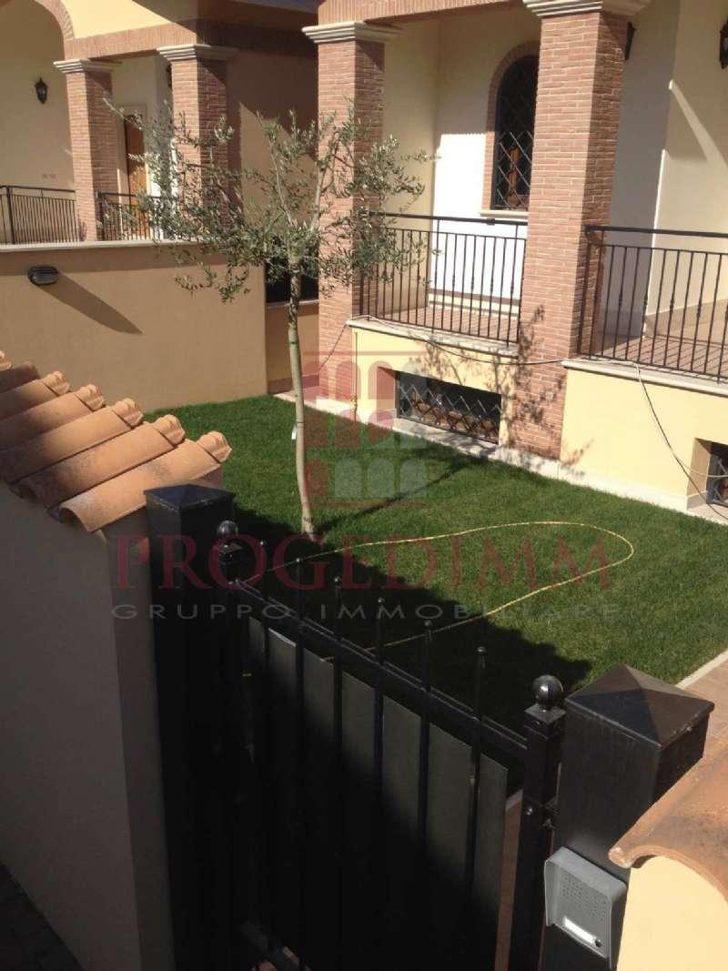 Villa Bifamiliare in vendita 7 vani 180 mq.  via zeddiani 10 Roma