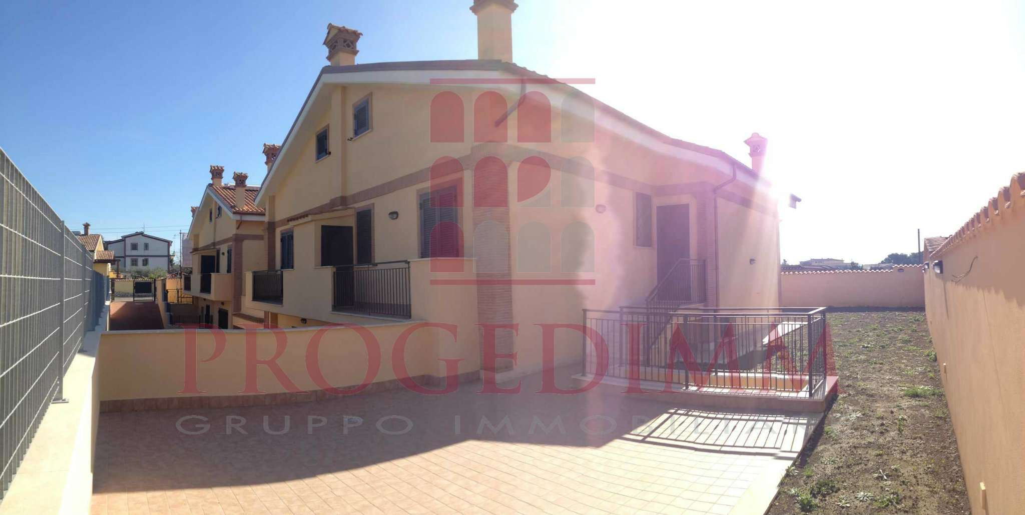 Villa Bifamiliare in vendita 5 vani 180 mq.  via Zeddiani 10 Roma