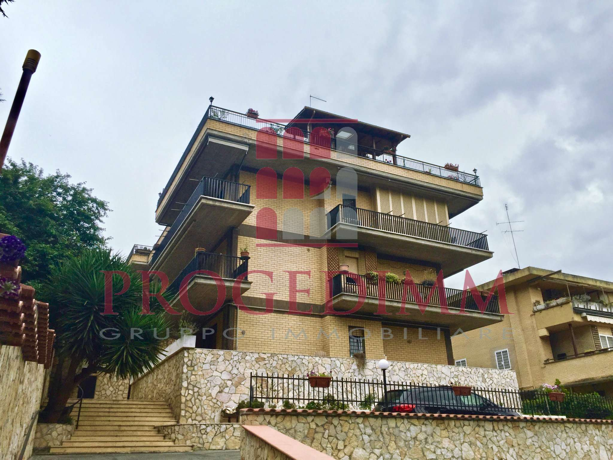 Appartamento in vendita 4 vani 135 mq.  via Guido Guida  16 Roma