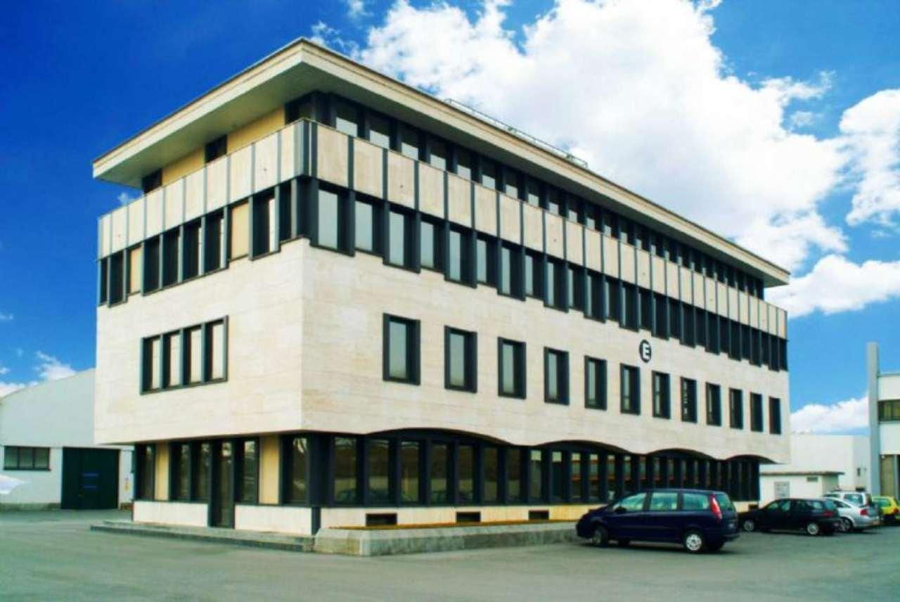 Ufficio / Studio in affitto a Caponago, 9999 locali, Trattative riservate | Cambio Casa.it
