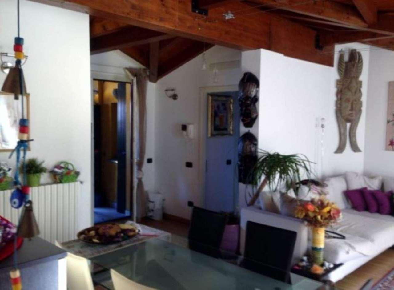 Attico / Mansarda in vendita a Jerago con Orago, 3 locali, prezzo € 180.000 | Cambio Casa.it