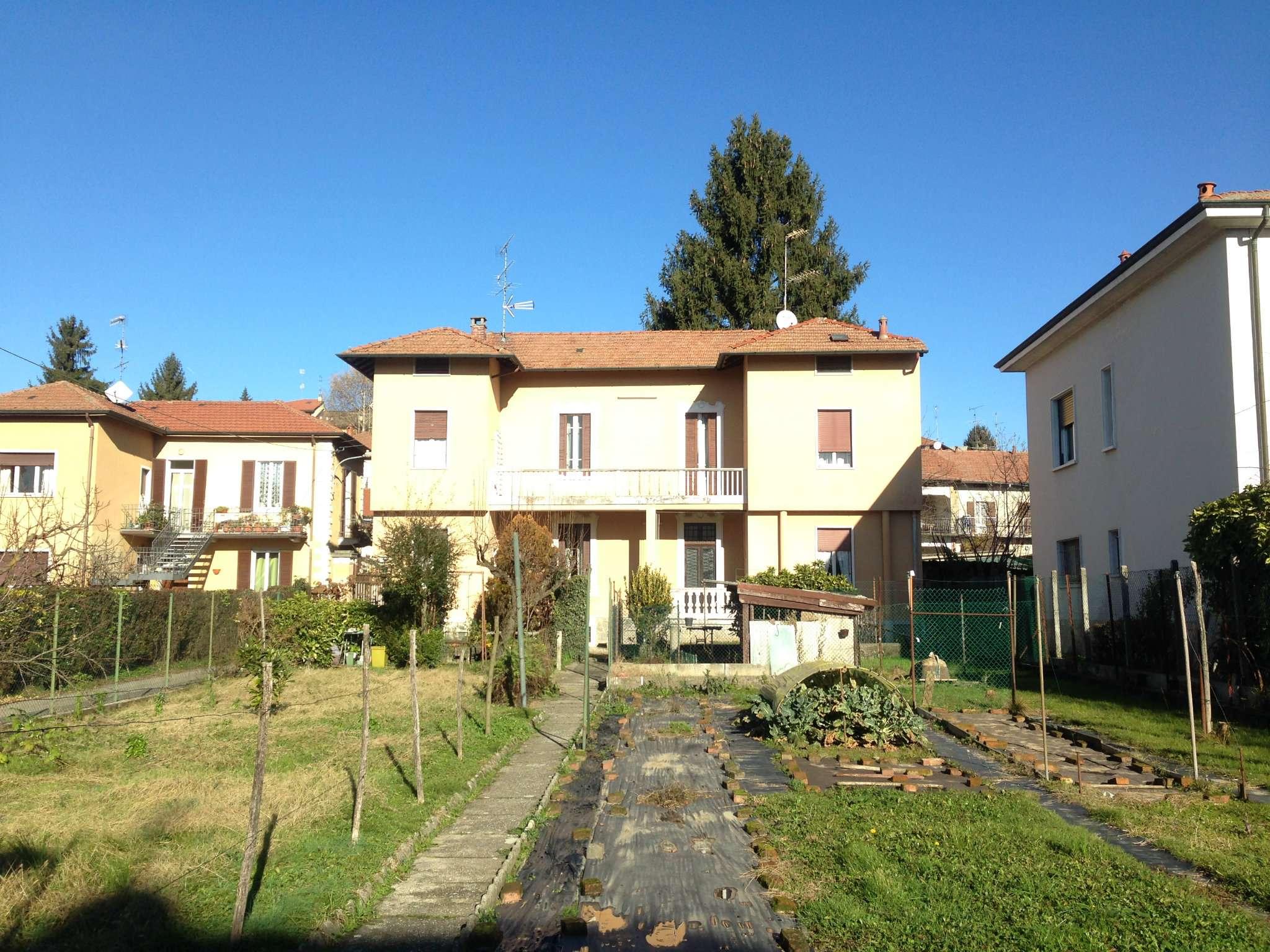 Soluzione Indipendente in vendita a Castronno, 8 locali, prezzo € 310.000 | Cambio Casa.it