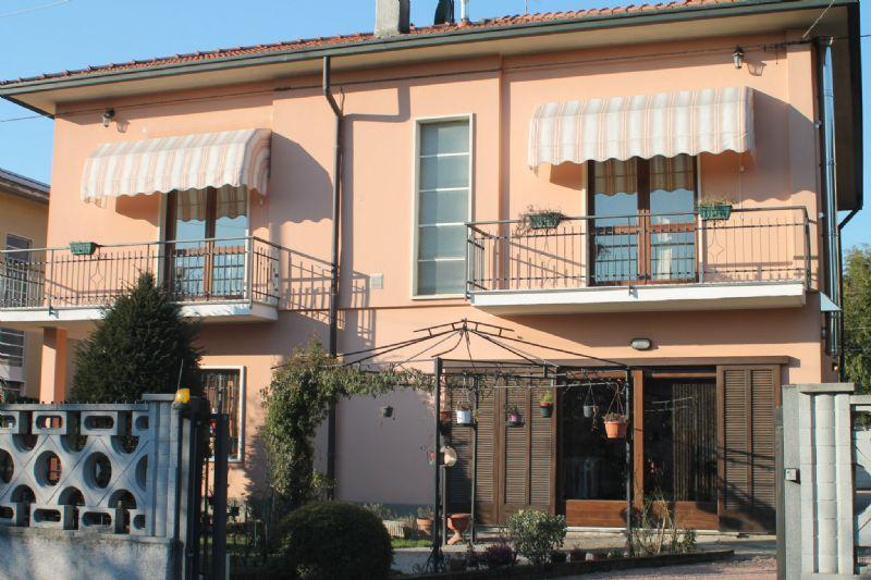 Appartamento in vendita a Albizzate, 3 locali, prezzo € 175.000   Cambio Casa.it