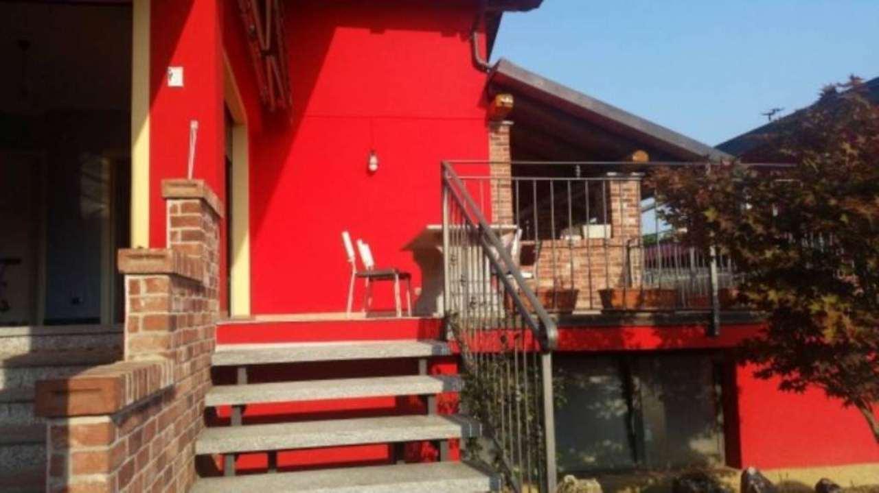 Villa in vendita a Santena, 6 locali, prezzo € 400.000 | Cambio Casa.it