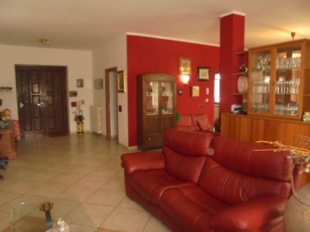 Soluzione Indipendente in vendita a Poirino, 9 locali, prezzo € 430.000   Cambio Casa.it