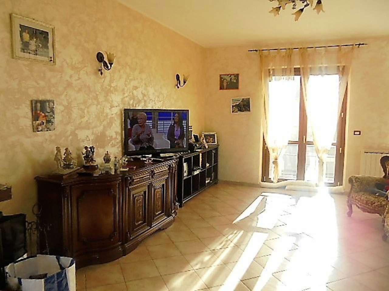Soluzione Semindipendente in vendita a Santena, 5 locali, prezzo € 260.000 | Cambio Casa.it