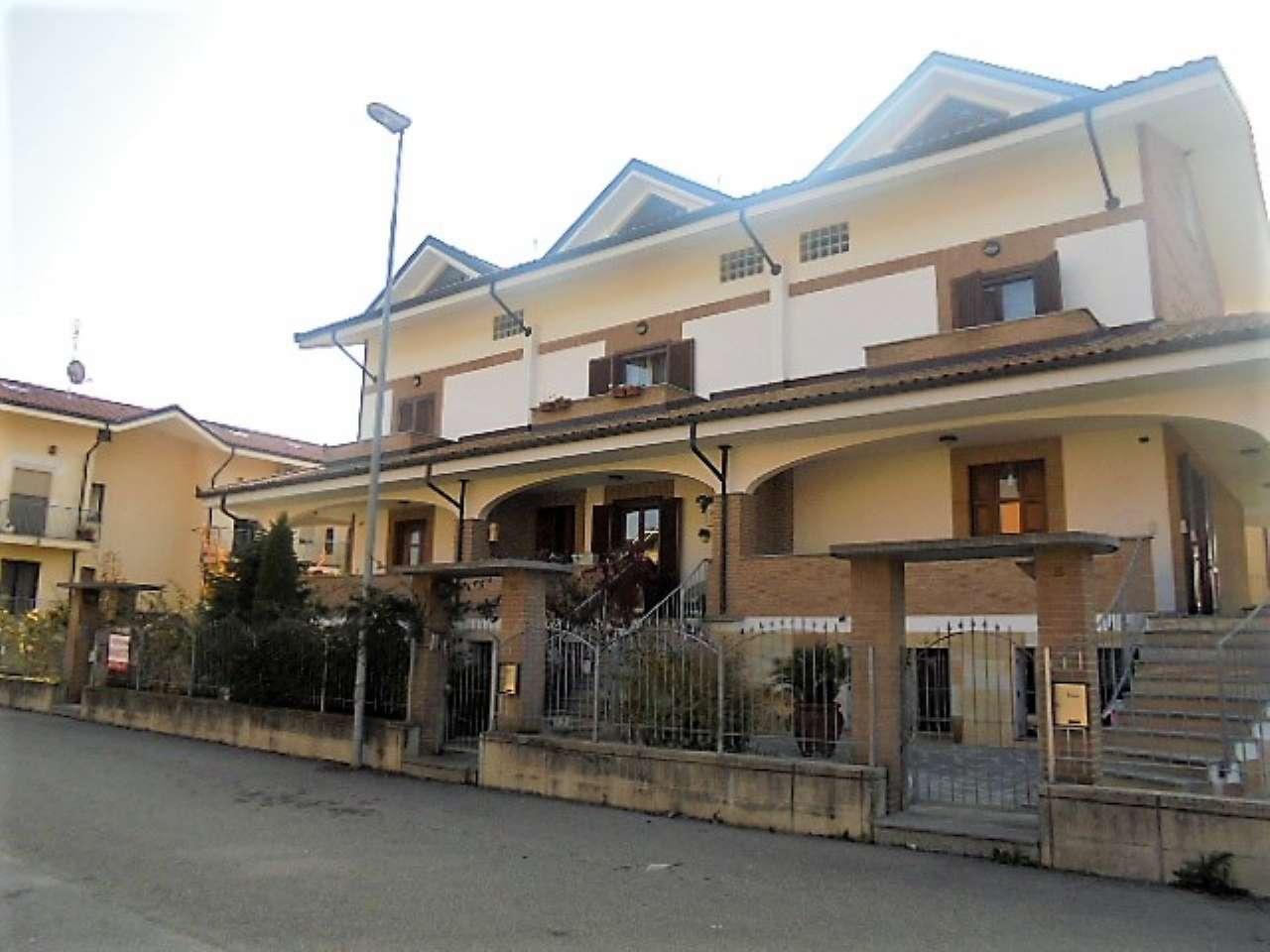 Villa Tri-Quadrifamiliare in Vendita a Poirino