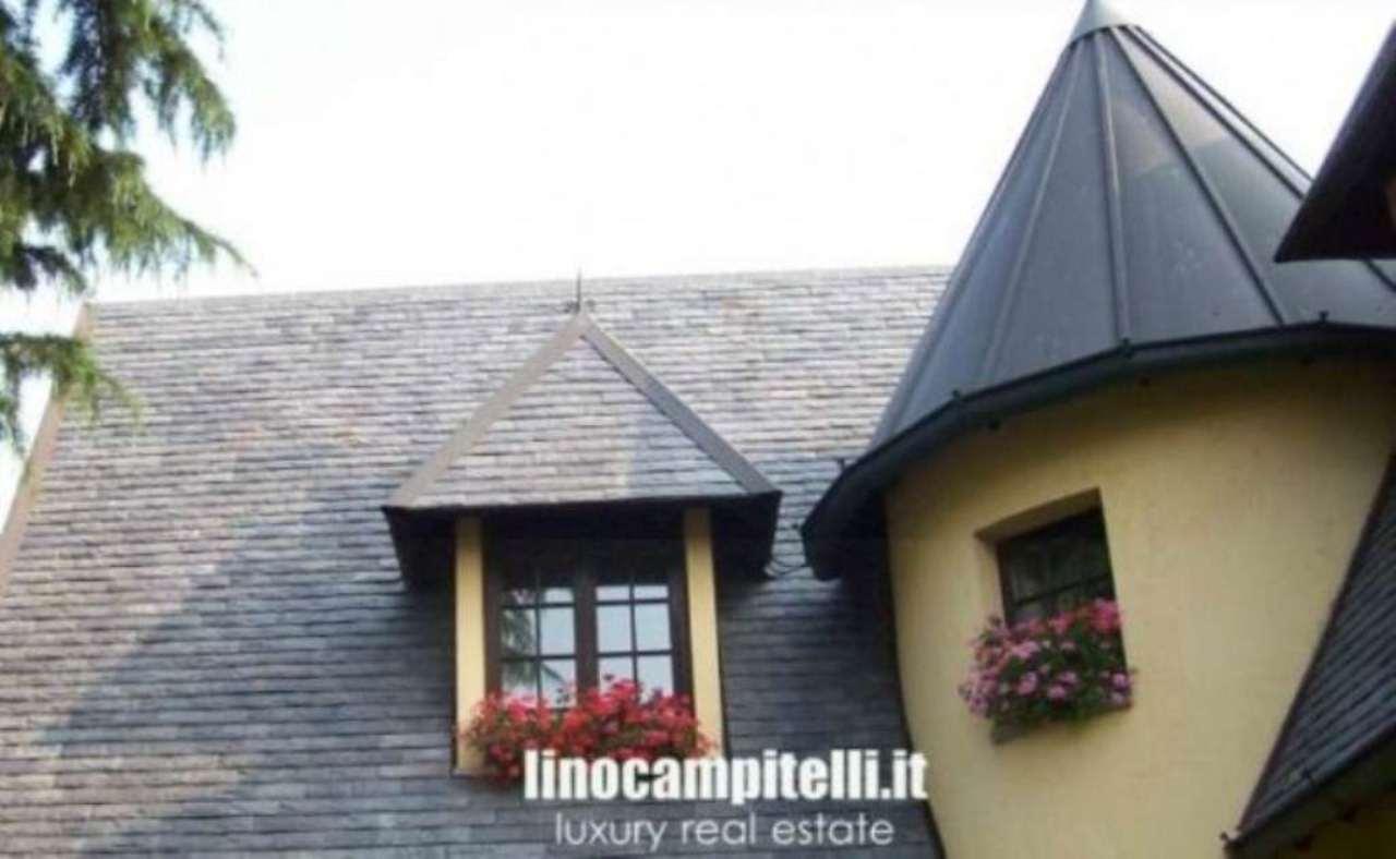 Villa in vendita a Cernusco sul Naviglio, 5 locali, prezzo € 710.000 | CambioCasa.it