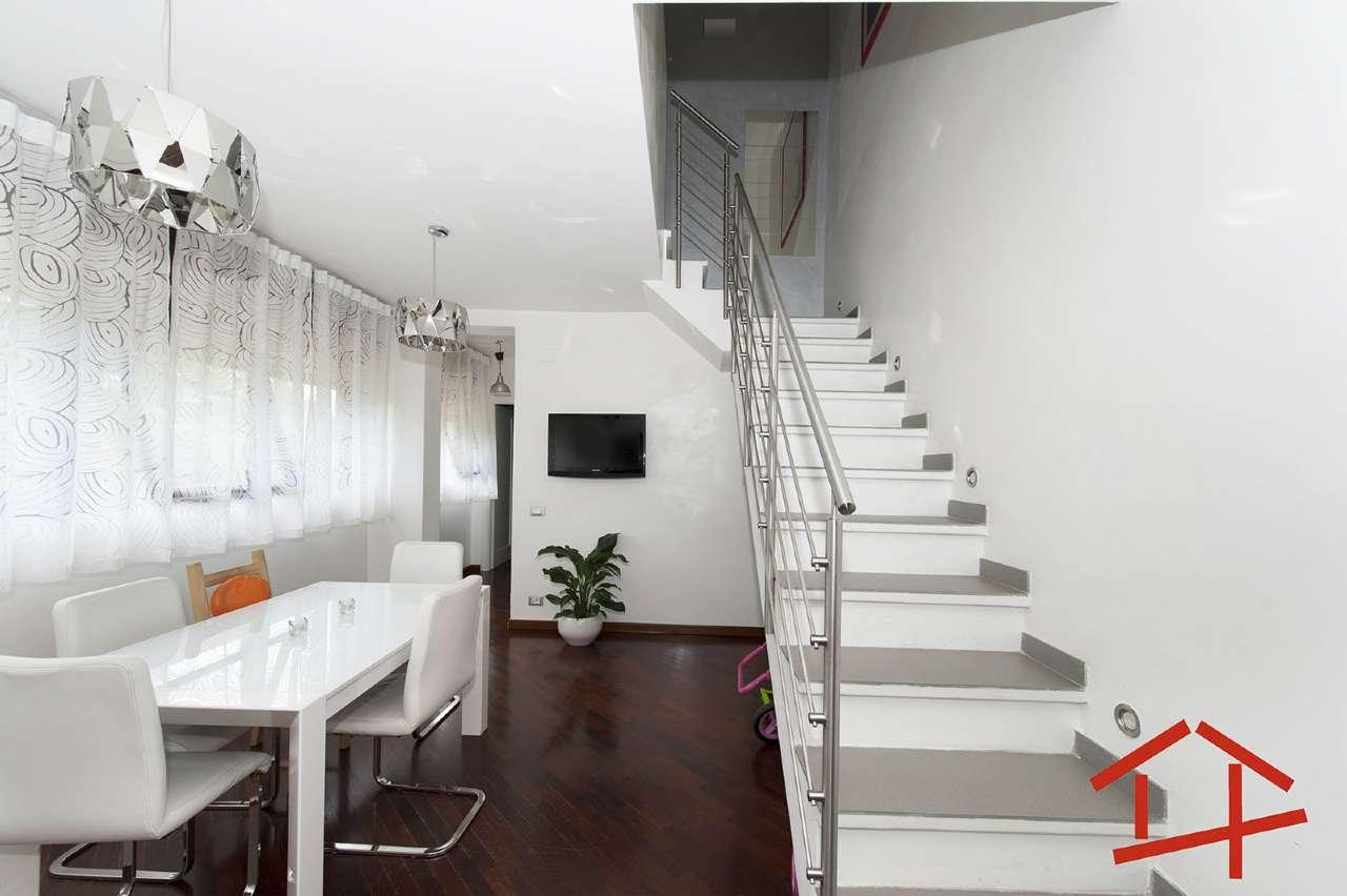 Appartamento in vendita 4 vani 112 mq.  viale DEGLI EROI DI RODI Roma