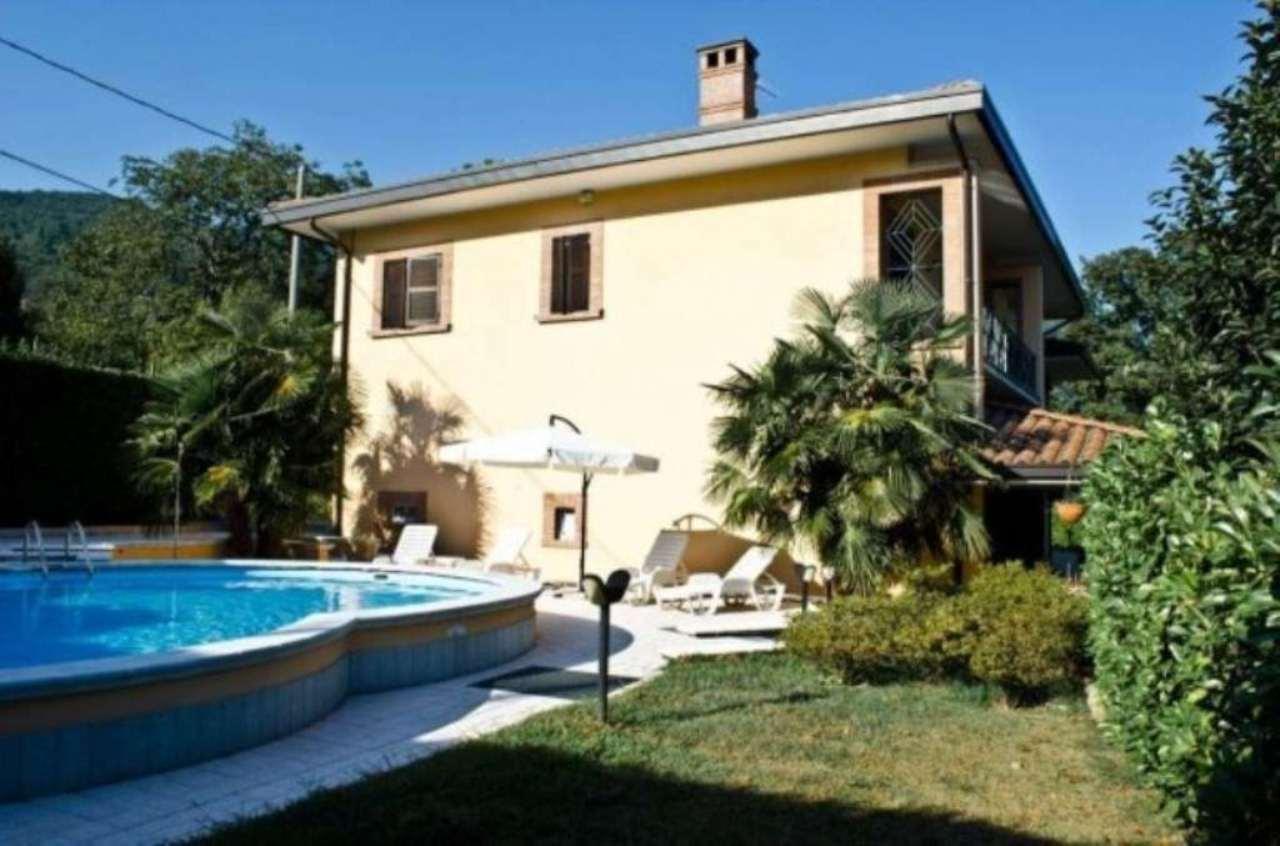 Villa in Vendita a Casalzuigno