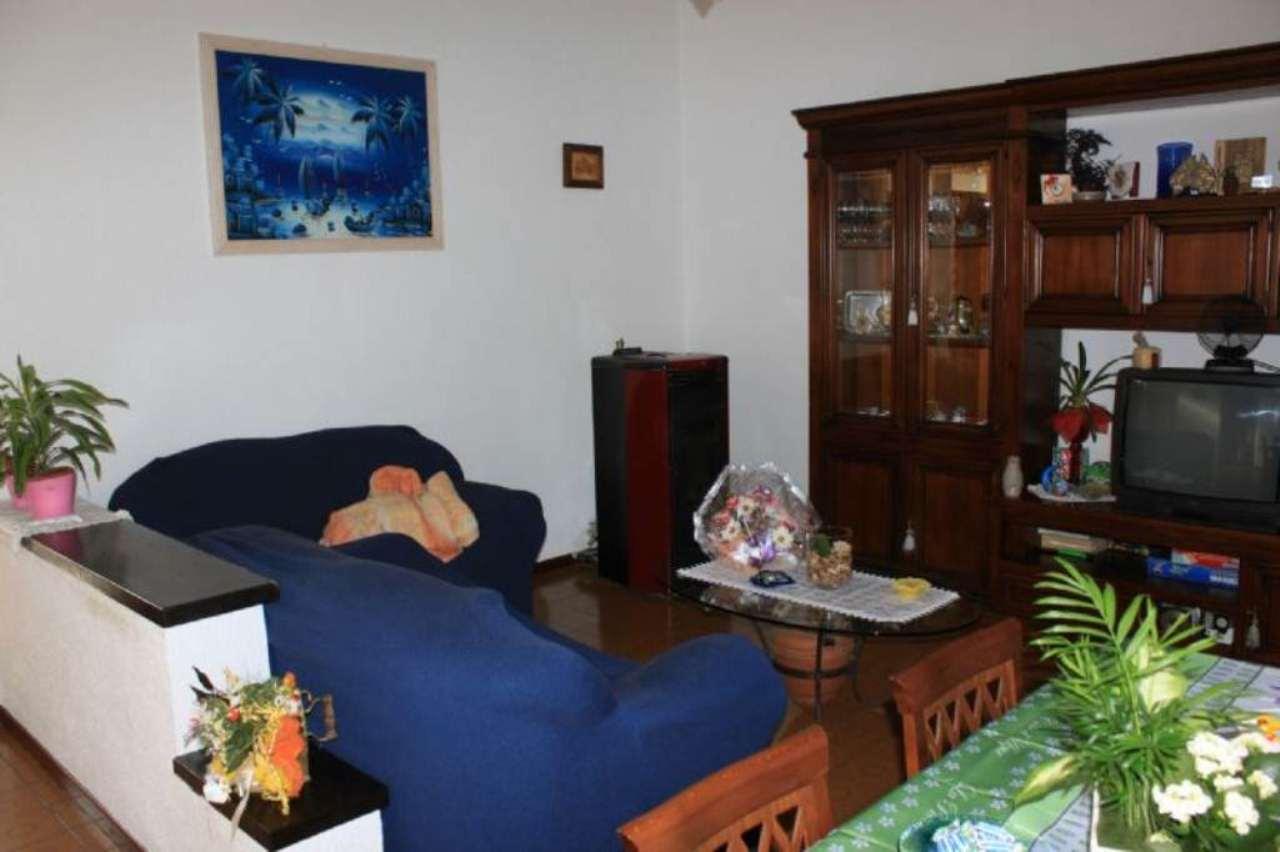 Appartamento in vendita a Travedona-Monate, 5 locali, prezzo € 180.000 | Cambio Casa.it