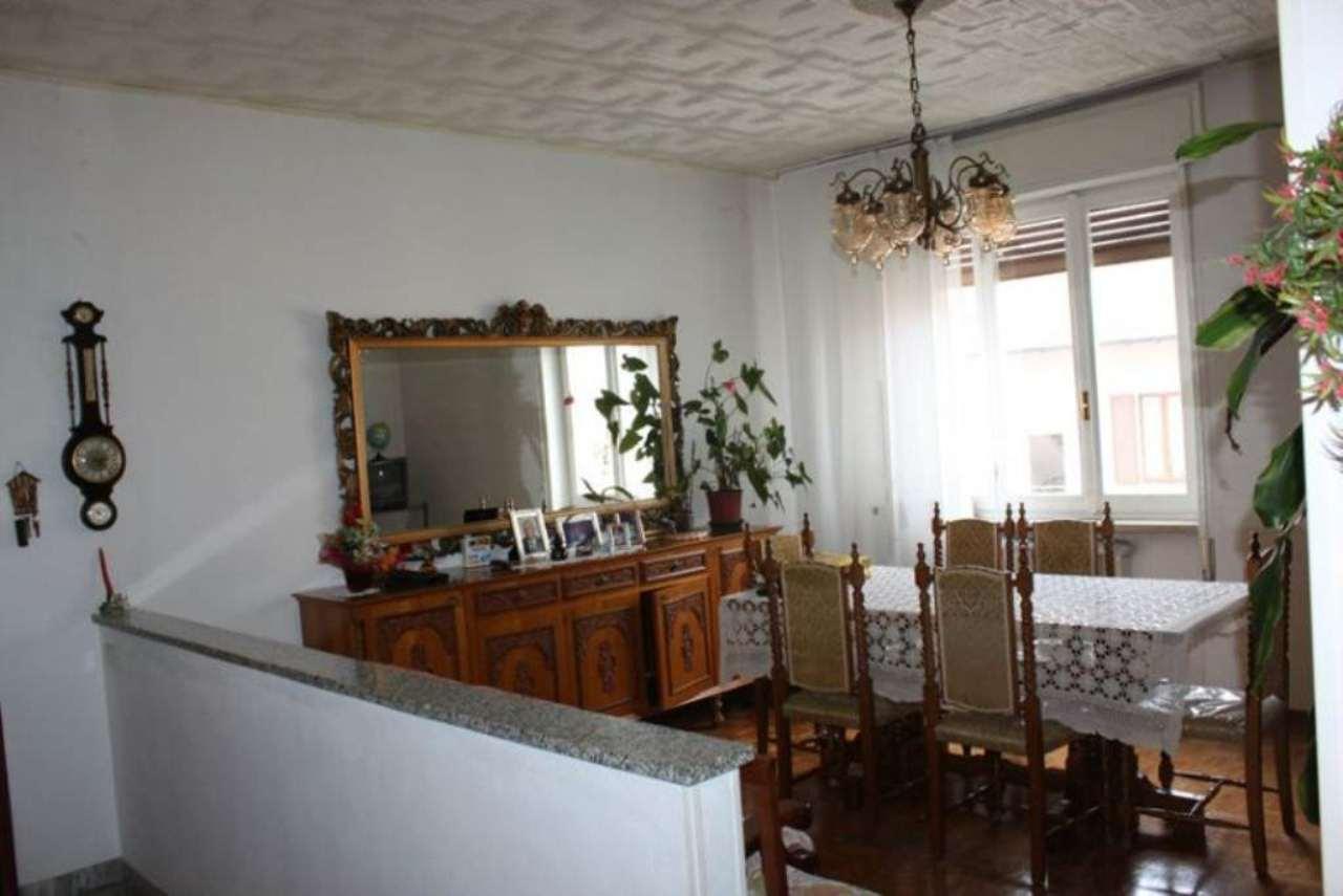 Appartamento in vendita a Laveno-Mombello, 4 locali, prezzo € 120.000 | Cambio Casa.it