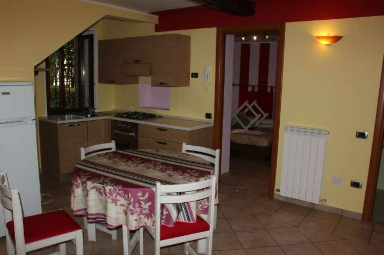 Appartamento in affitto a Laveno-Mombello, 2 locali, prezzo € 420 | Cambio Casa.it